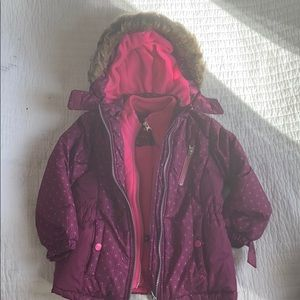 Girls size 4 snow suit with hat and mittens!